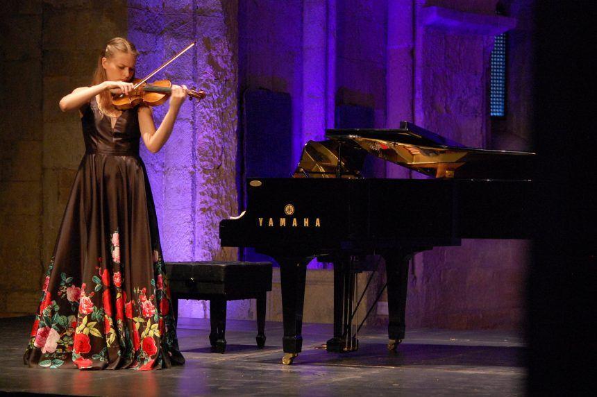 La violinista lituana Rolanda Ginkute retoma el Festival Joven de MUSEG con dos llenos en Sotosalbos y Segovia
