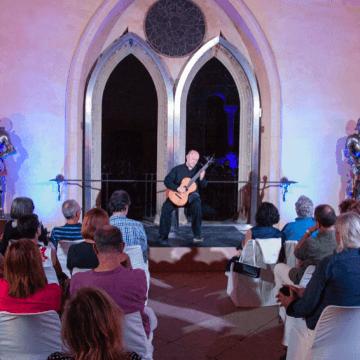 El virtuoso Pavel Steidl presenta su programa de guitarra clásica y romántica en el ciclo En Abierto de MUSEG
