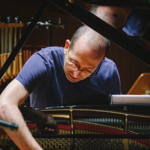Viernes 1 de noviembre 19.00h –  ALBERTO ROSADO, piano