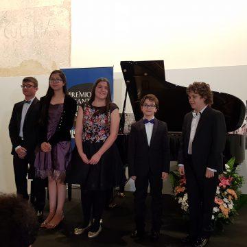 Los hermanos Aracil Almarcha, ganadores de sus respectivas categorías en el 23 Premio Infantil de Piano Santa Cecilia – Premio Hazen convocado por Fundación Don Juan de Borbón