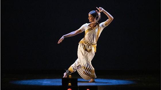 """""""Bhakti """", poesía del cuerpo."""